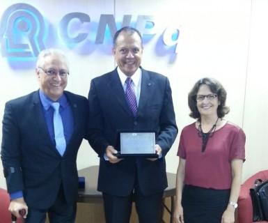 CONFAP homenageia ex-presidente do CNPq
